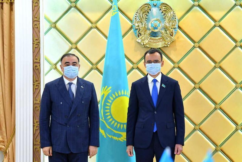 参议院议长会见阿塞拜疆驻哈大使