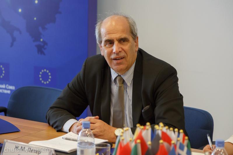 Спецпредставитель ЕС прокомментировал конфликт на кыргызско-таджикской границе