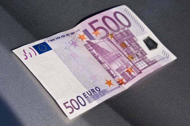 Сотрудники одного из банков совершили сбыт четырех тысяч фальшивых евро в Шымкенте