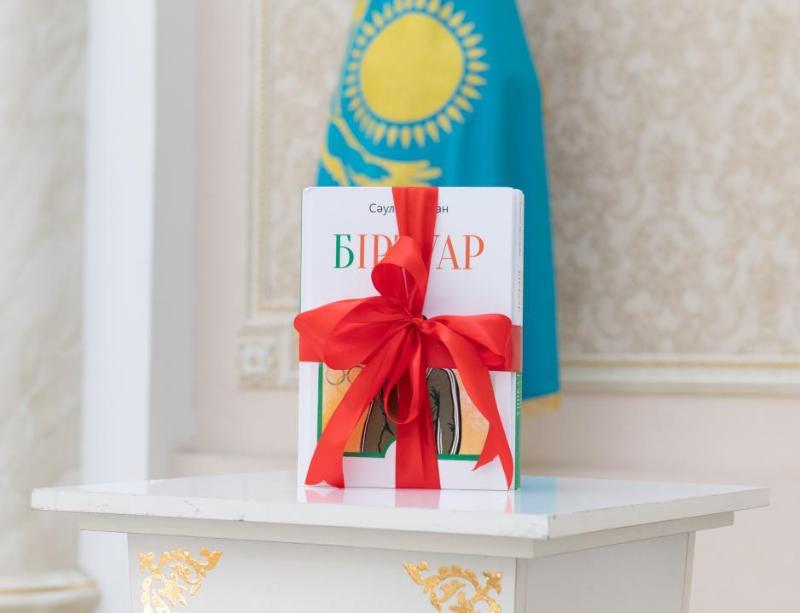 Жақсылық Үшкемпіровтің өмір жолы туралы кітап жарық көрді
