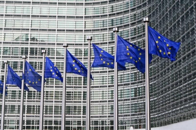 Европарламент принял резолюцию, призывающую отменить права интеллектуальной собственности на вакцины от COVID-19