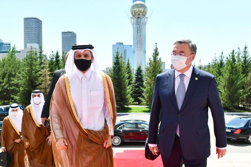 卡塔尔副首相兼外交大臣抵达努尔苏丹进行正式访问