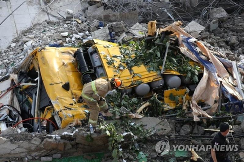 Девять человек погибли при обрушении здания в Южной Корее
