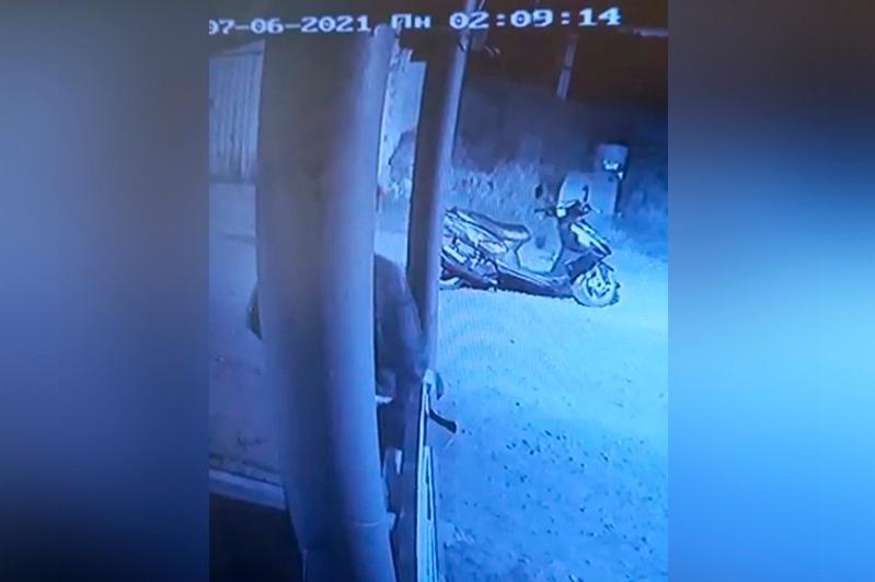 Украденный скутер «подарил» сыну житель Рудного