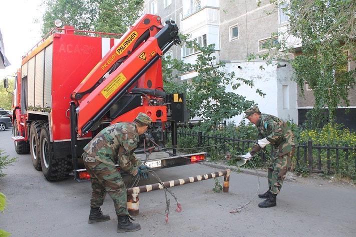 В Павлодаре демонтируют препятствия на пути пожарного транспорта