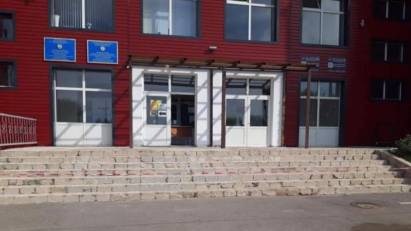 Шахтинск мектептеріне турникет пен дабыл түймелері орнатылып жатыр