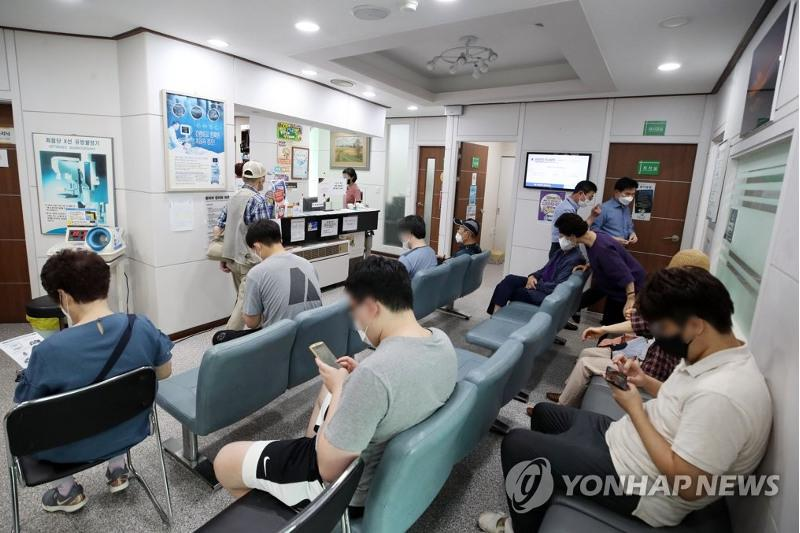 New virus cases back under 600, distancing rules extended for 3 weeks in S. Korea