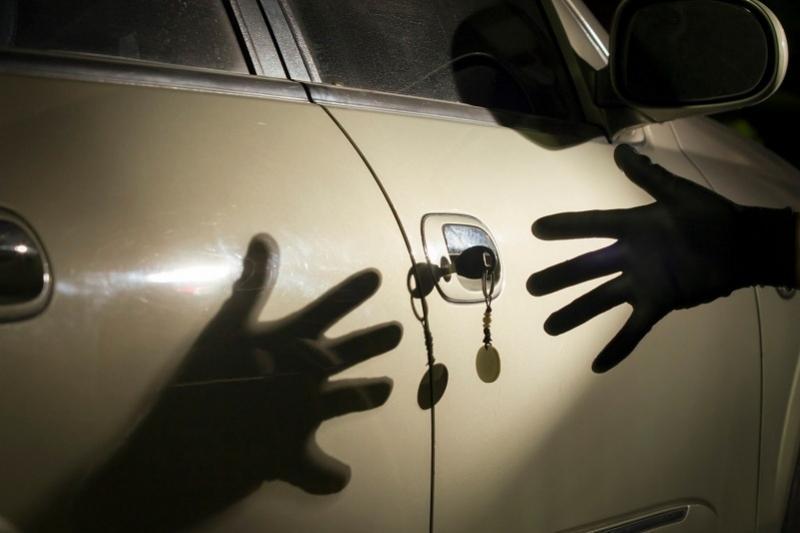 Елорда тұрғыны эвакуатордың көмегімен автокөлікті ұрлап кеткен