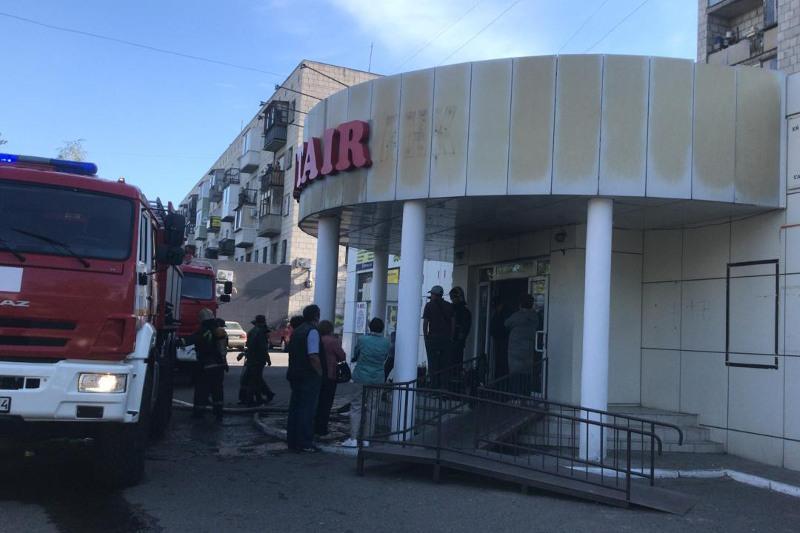 47 человек эвакуировали при пожаре в магазине в Павлодаре