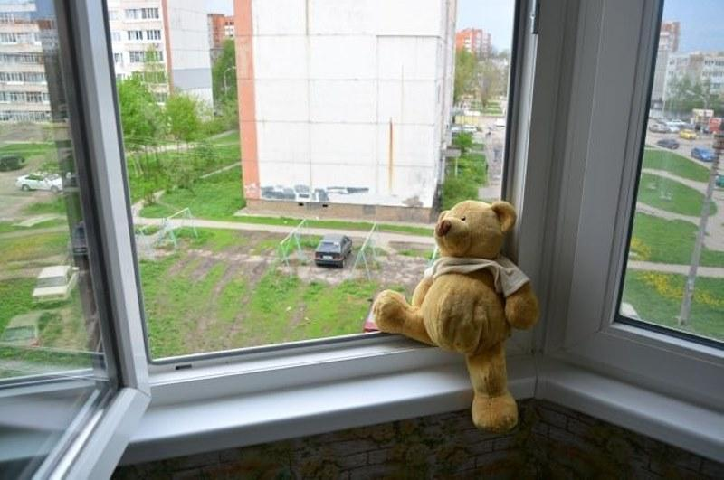 Сколько детей выпало из окон многоэтажек в Казахстане, сообщили в МВД