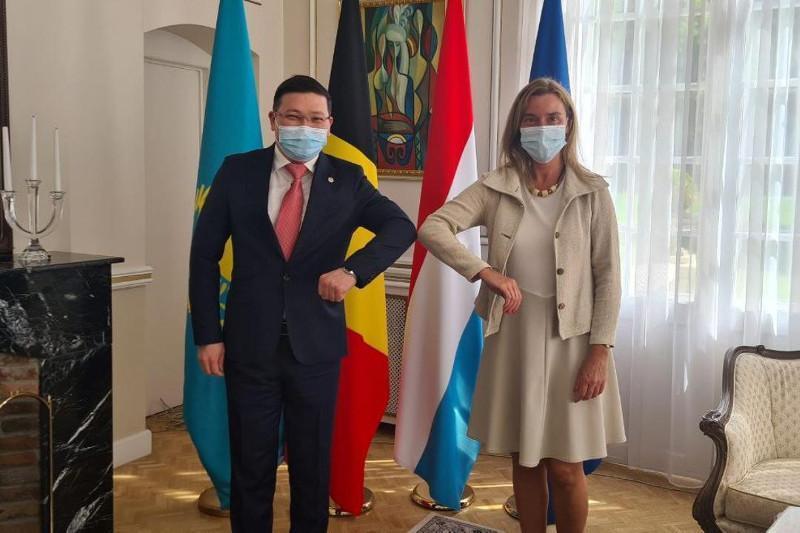 哈萨克斯坦与欧盟有意扩大双边合作前景