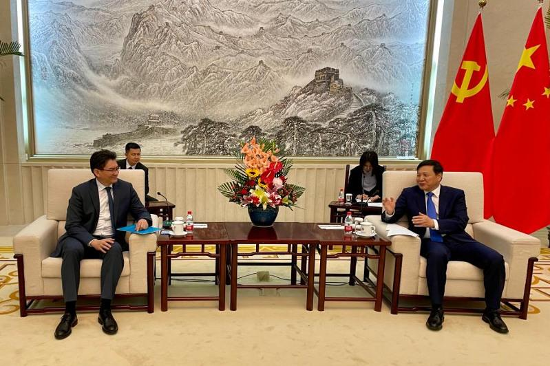 Kazakh ambassador holds meeting with deputy head of CPC Central Committee's International Department Qian Hongshan