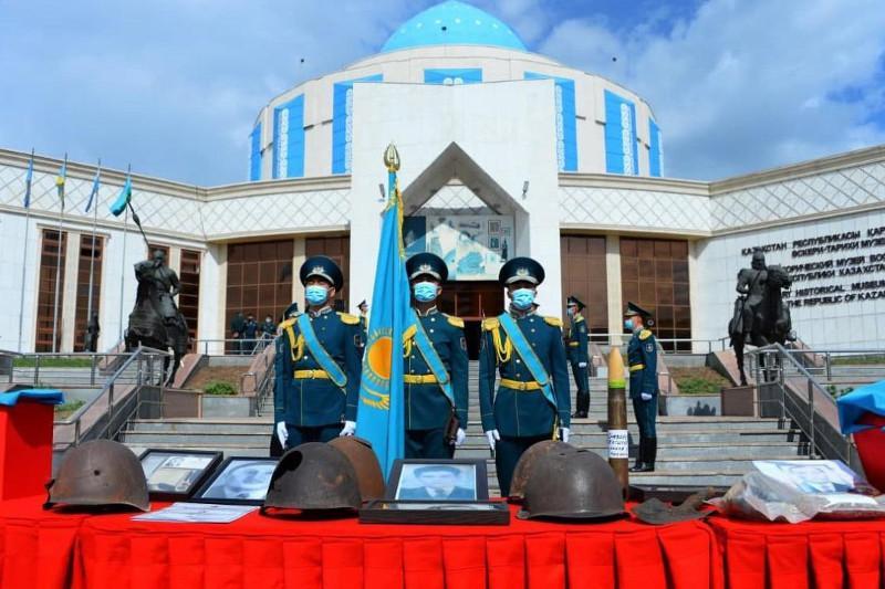 Останки погибших воинов-казахстанцев переданы родным