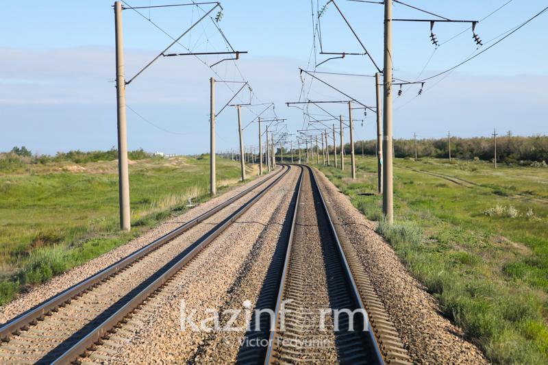 Труп мужчины нашли рядом с железной дорогой в Алматы