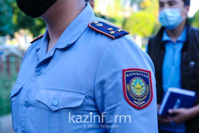 Алматыда полиция тоқтатқан көлік жүргізушісінен тапанша табылды
