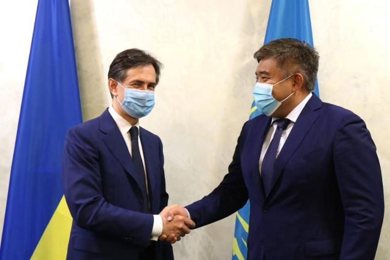 Посол Казахстана встретился с первым вице-премьер-министром Украины Алексеем Любченко