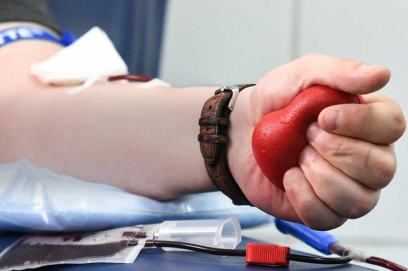 Привитые от COVID-19 отстраняются от донорства крови и ее компонентов на две недели