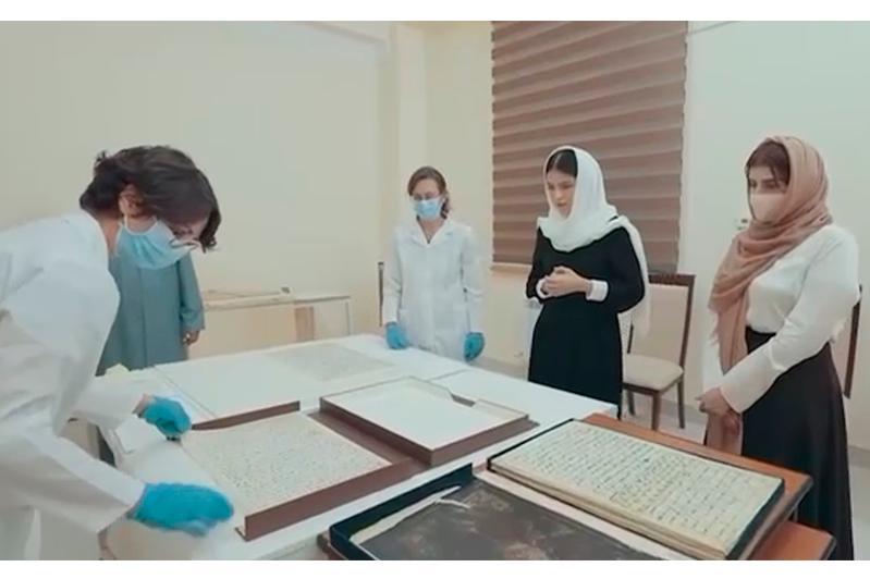 Страницы древнего Корана после реставрации представлены в Узбекистане