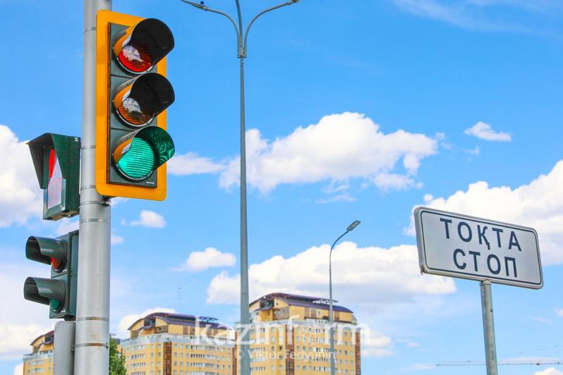 На столичном перекрестке Керей Жанибек хандары – Акмешит изменили организацию дорожного движения