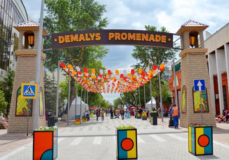 Первую пешеходную улицу выходного дня открылив столице Казахстана
