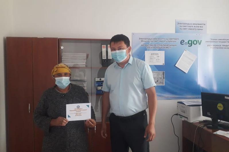 Қарағанды облысында вакцина алған зейнеткерлер ақшалай сертификат алуда