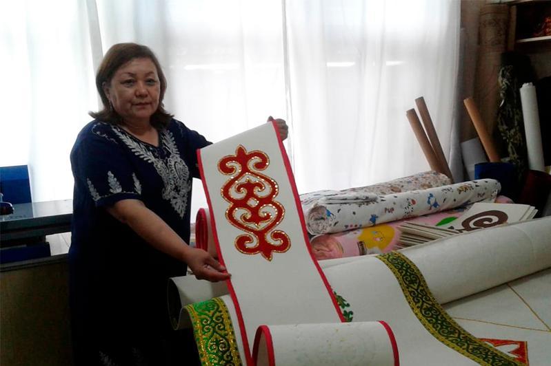 Жительница Тараза возрождает казахское орнаментальное искусство