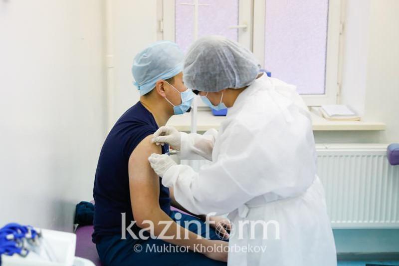 Более 2,5 млн человек получили первый компонент вакцины от КВИ в Казахстане