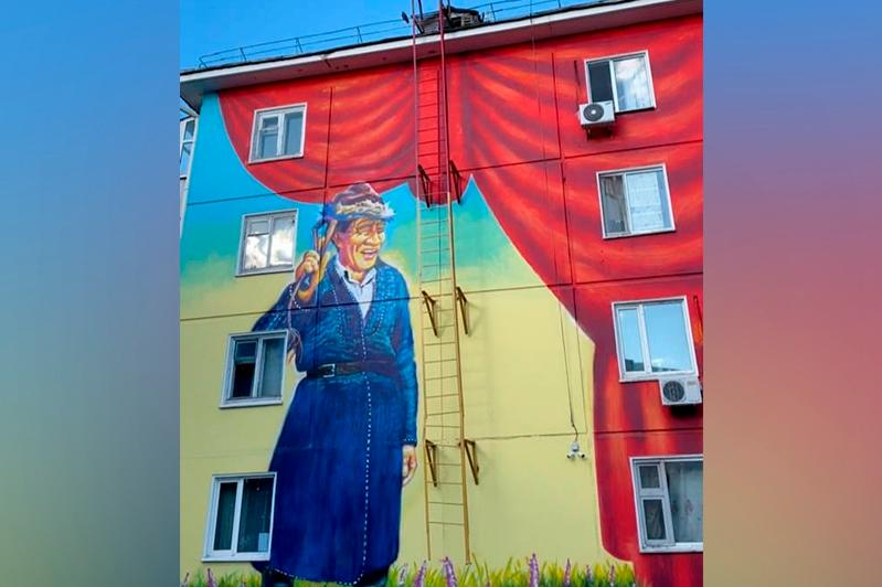 В столице появился мурал Шакена Айманова в образе Алдара Косе