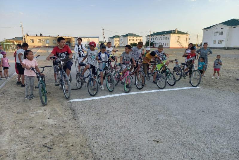 Тәуелсіздікке - 30 жыл: Маңғыстауда ауыл балалары велосипед теуіп жарысты