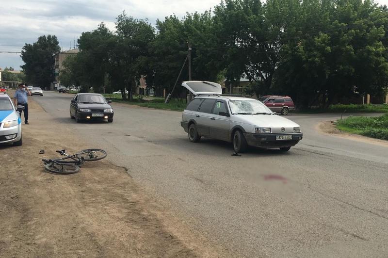 Оралда автокөлік қағып кеткен велосипед мінген ер адам ауруханаға жеткізілді