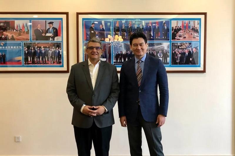 哈萨克斯坦驻华大使同埃及驻华大使举行会谈