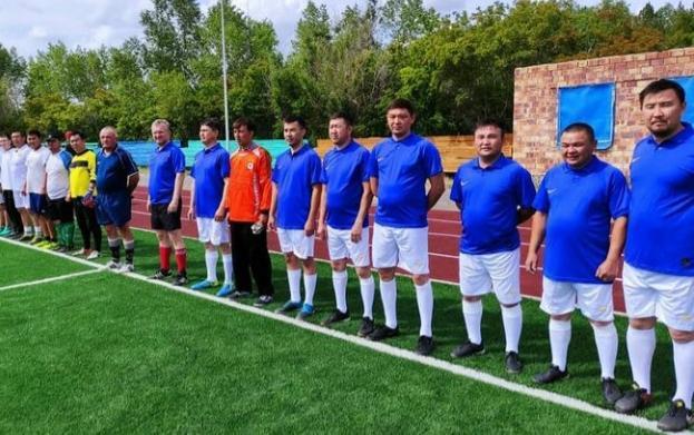 Полиция сыграла в футбол с акиматом в Павлодарской области
