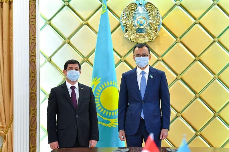 Маулен Ашимбаев принял посла Турции в Казахстане