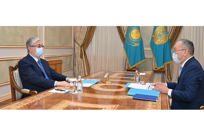 托卡耶夫总统接见金融监督署署长