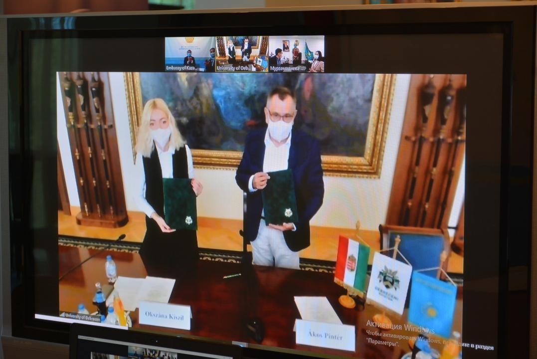 突厥斯坦国际旅游大学同德布勒森大学签署合作协议