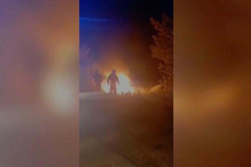 За секунду до взрыва: полицейские спасли попавших в ДТП жителей ЗКО