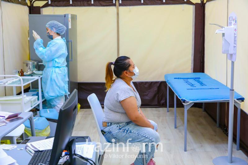 全国新冠疫苗接种人数近258.8万