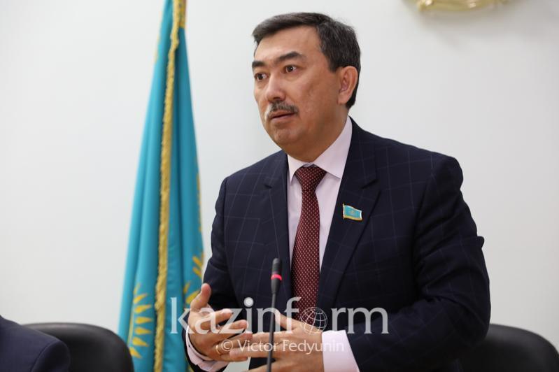 阿尔曼·霍扎赫梅托夫当选为马吉利斯司法委员会主席