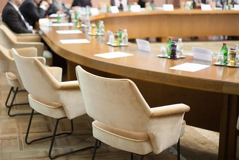 伊谢克舍夫主持召开安全会议例行工作会议