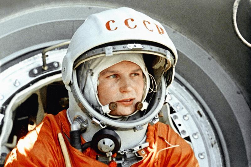 «Эй! Небо, сними шляпу!»- день полета первой женщины в космос