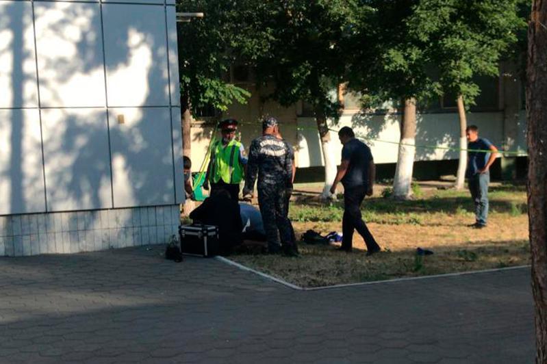 Убийство в центре Костаная: мужчина нанёс ранение женщине и себе