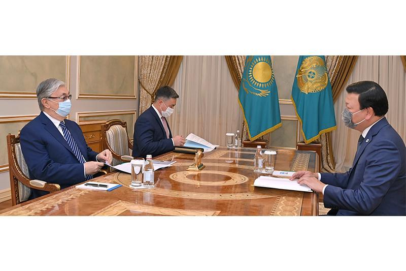 托卡耶夫总统接见卫生部部长