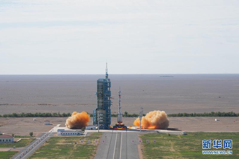 Китай запустил первый пилотируемый космический корабль для строительства орбитальной станции