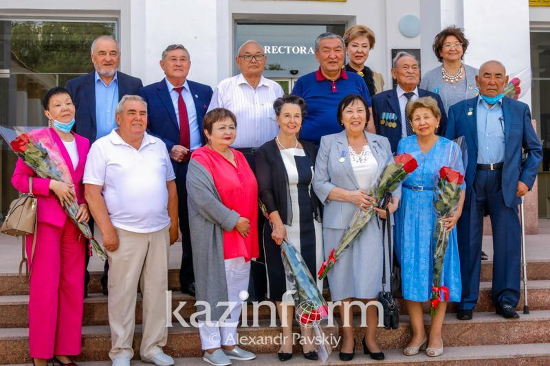 Медиков-ветеранов чествовали в Алматы