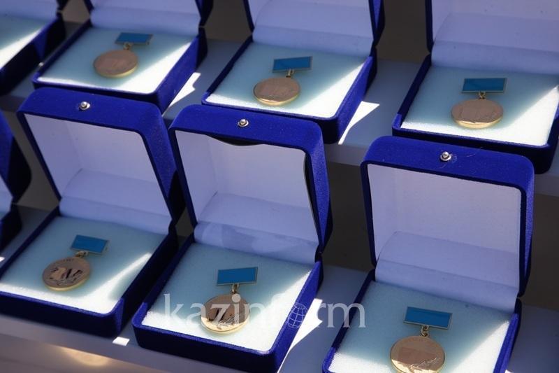 Бу йил Қозоғистонда мактабни олтин медаль билан битирувчилар сони рекорд даражага етди