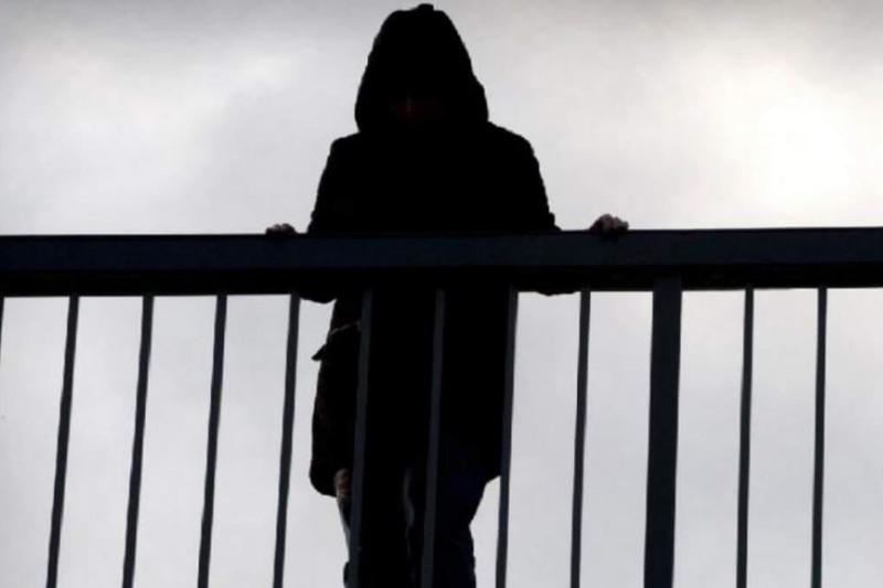 Пытавшуюся спрыгнуть с железнодорожного моста женщину спасли в Акмолинской области