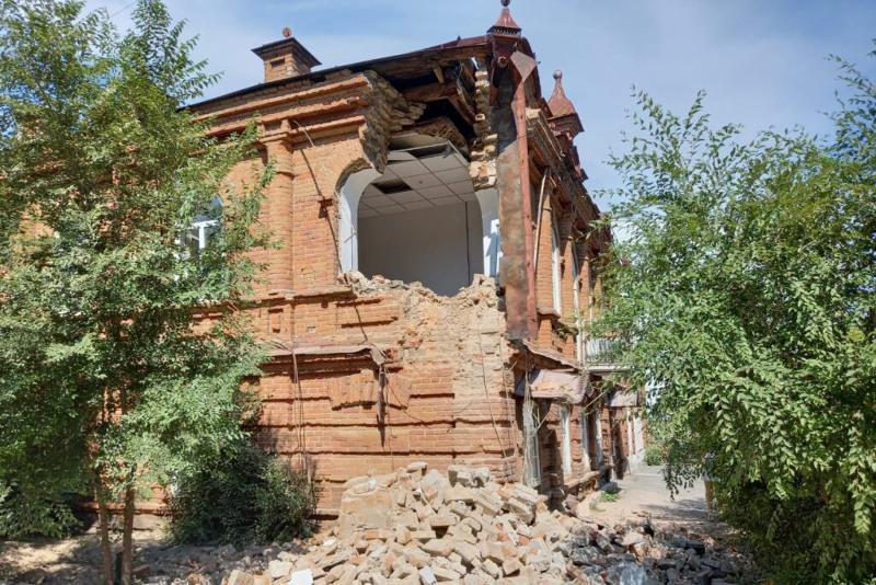 Акимат Семея обратился в правоохранительные органы из-за разрушения старинного особняка