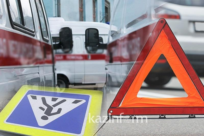 Двух человек сбил на пешеходном переходе молодой водитель в Караганде