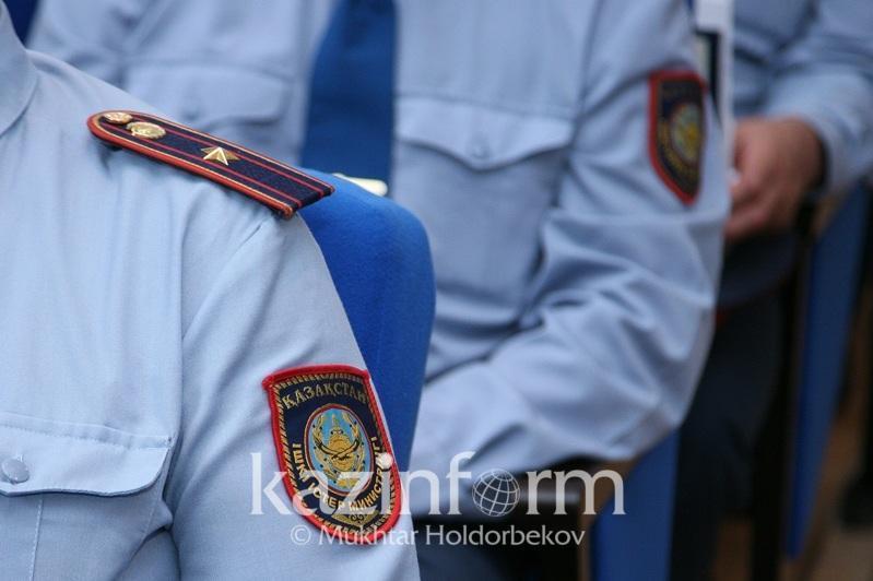 Двух полицейских оштрафовали за взятку в Алматинской области