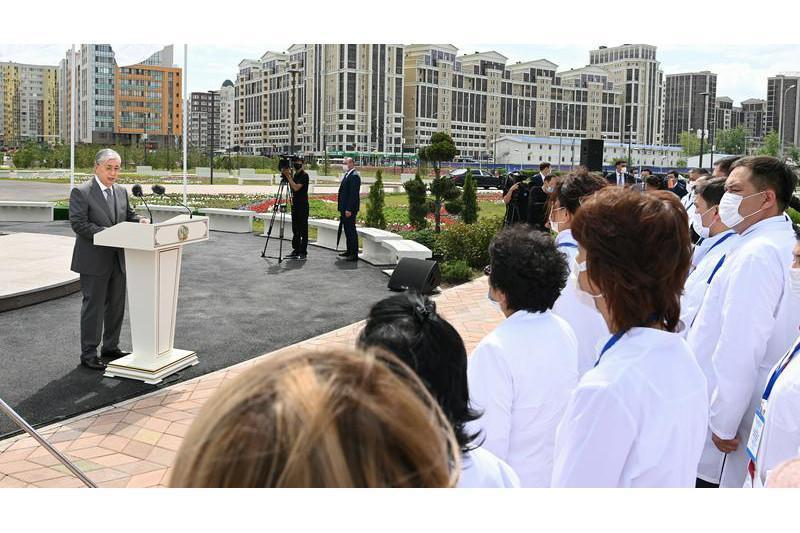 Президент «Қозоғистонда хизмат кўрсатган шифокор» унвонини жорий этишни таклиф қилди